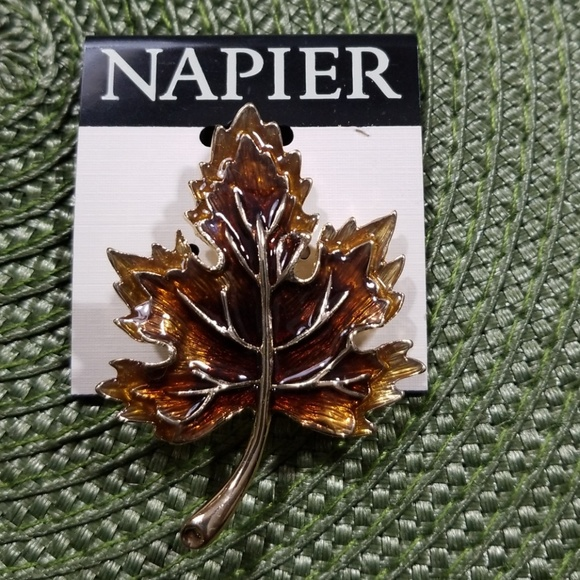 Napier Jewelry - Napier Gold Tone Leaf Brooch / Pin New